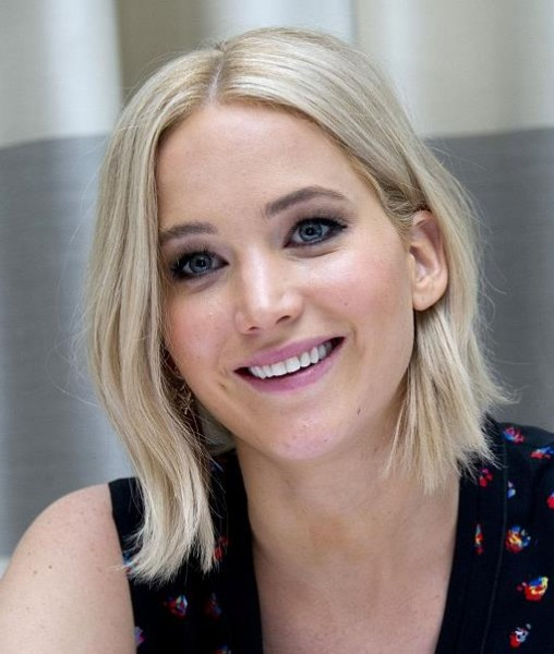 Jennifer Lawrence new iceblonde hair colour