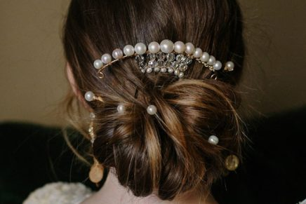 How to Use Pearls to Accessorize Hair