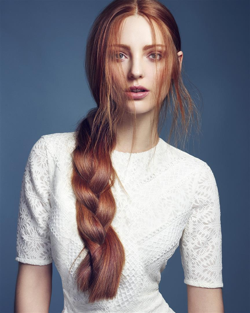 Model with hairstyled in Small braids